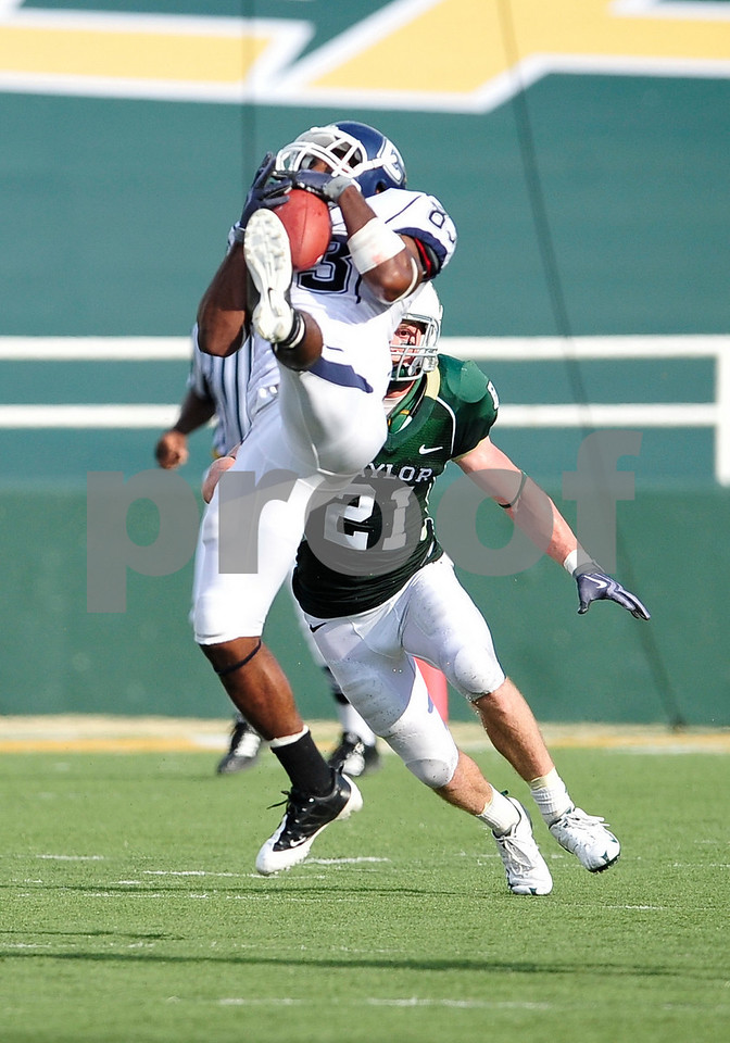 September 19th 2009:  <br /> Connecticut wide receiver Isiah Moore (83)<br /> in action during a NCAA Football game between the Baylor Bears and the University of Connecticut at Floyd Casey  Stadium in Waco, TX.  <br /> Baylor loses to UConn 30-22