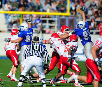 December 31, 2008:   Houston OL Sebastian Vollmer #59 & Air Force defensive end Ryan Kemp #91 in action during the NCAA Football game between the Houston Cougars and the Air Force Falcons at the Bell Helicopter Armed Forces Bowl in Ft. Worth, TX.  Houston defeated Air Force 34-28. Manny Flores/CSM