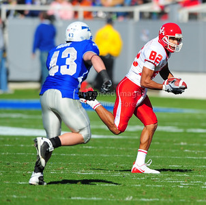 December 31, 2008:   Houston wide receiver Chaz Rodriguez #82 in action during the NCAA Football game between the Houston Cougars and the Air Force Falcons at the Bell Helicopter Armed Forces Bowl in Ft. Worth, TX.  Houston defeated Air Force 34-28. Manny Flores/CSM