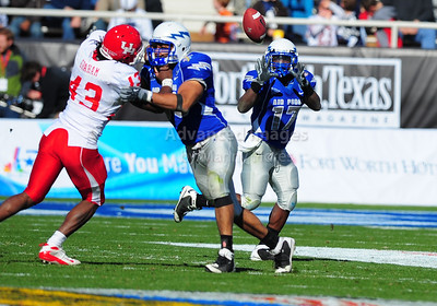 December 31, 2008:   Air Force TB Asher Clark #17 in action during the NCAA Football game between the Houston Cougars and the Air Force Falcons at the Bell Helicopter Armed Forces Bowl in Ft. Worth, TX.  Houston defeated Air Force 34-28. Manny Flores/CSM