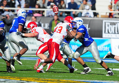 December 31, 2008:   Air Force quarterback Eric Herbort #7 Houston linebacker C.J. Cavness #40 in action during the NCAA Football game between the Houston Cougars and the Air Force Falcons at the Bell Helicopter Armed Forces Bowl in Ft. Worth, TX.  Houston defeated Air Force 34-28. Manny Flores/CSM