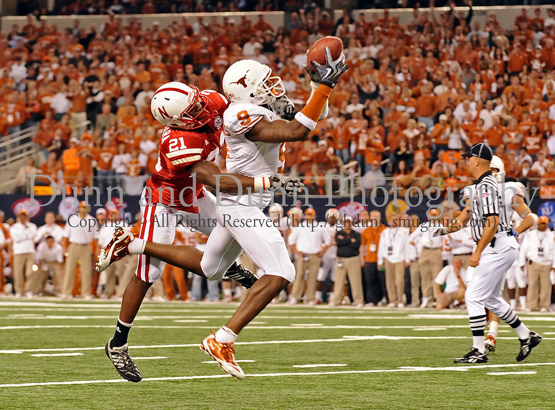 Texas wide receiver Malcolm WIlliams (#9) catches a Colt McCoy pass for a first down.