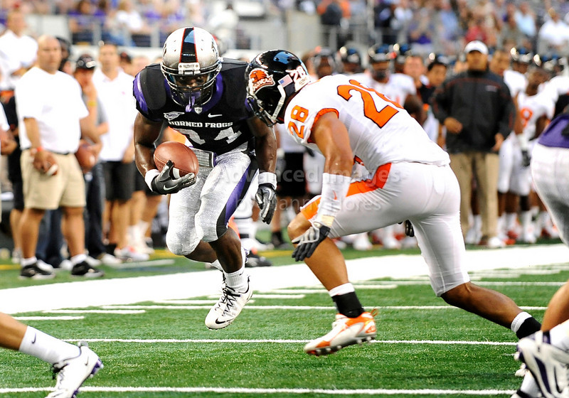 Sept 4 2010:  <br /> TCU Horned Frogs running back Ed Wesley #34 carries the ball<br /> in a game between Oregon State Beavers vs Texas Christian University Frogs at Cowboys Stadium in Arlington, Texas.<br /> TCU wins 30-21<br /> (Credit Image: © Manny Flores/Cal Sport Media)