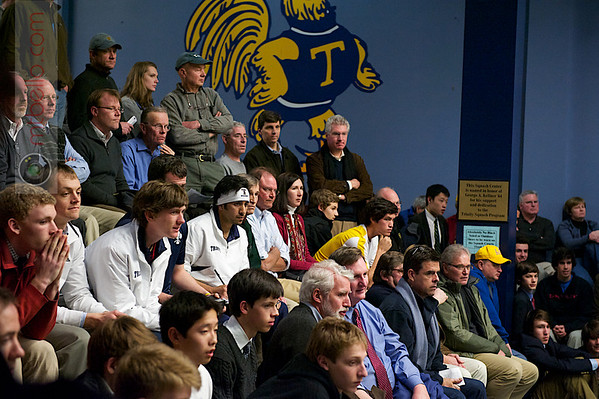 Crowd Watching Richard Dodd (Yale) and Andres Vargas (Trinity)