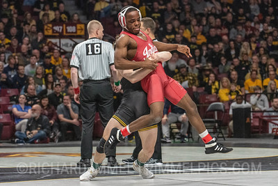 125: Spencer Lee (Iowa) fall Elijah Oliver (Indiana), 1:37