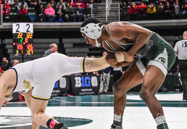125: Rayvon Foley (Michigan State) dec. Drew Mattin (Michigan), 3-2