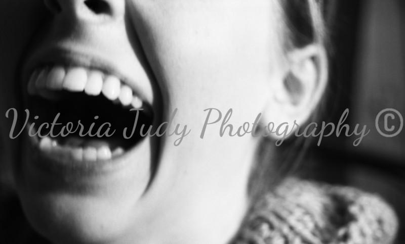Julie, laugh - 2005