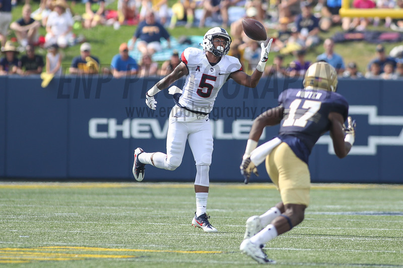 NCAA FOOTBALL: UConn AT Navy