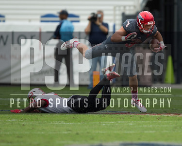 Florida Atlantic Owls tight end Tyler Cameron (3) runs the ball during the football  game between the visiting Western Kentucky Hilltoppers  and the FAU Owls on October 29, 2016  ( Joe Petro, The Skyboat )