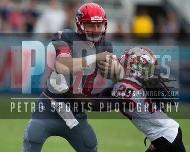 Florida Atlantic Owls quarterback Jason Driskel (16) runs the ball during the football  game between the visiting Western Kentucky Hilltoppers  and the FAU Owls on October 29, 2016  ( Joe Petro, The Skyboat )