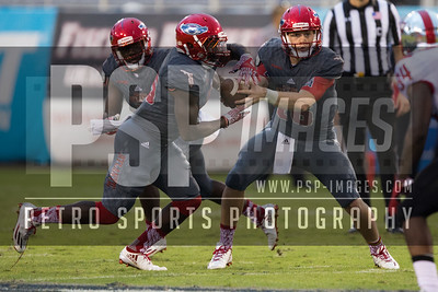 Florida Atlantic Owls quarterback Jason Driskel (16) hands off the ball to Florida Atlantic Owls running back Devin Singletary (5) during the football  game between the visiting Western Kentucky Hilltoppers  and the FAU Owls on October 29, 2016  ( Joe Petro, The Skyboat )