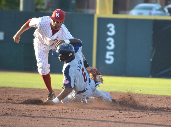 Ou infieder Jack Mayfield tags out Samford's Phillip Ervin as he tries to steal second Thursday during the Sooners' game against the bulldogs at L. Dale Mitchell Park.  For more photos from the game visit Photos.NormanTranscript.com<br /> Kyle Phillips/The Transcript