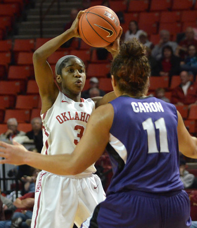OU guard Aaryn Ellenberg looks for an open teammate to pass the ball to Wednesday during the Sooners' game against Kansas State at teh Lloyd Noble Center in Norman.<br /> Kyle Phillips/The Transcript
