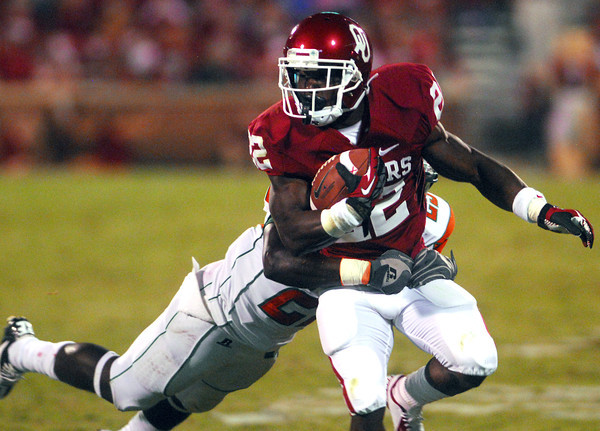 OU running back Roy Finch tries to shake off a tackle as he runs with the ball during the Sooners' game against Florida A&M Saturday at Owen Field.<br /> Kyle Phillips/The Transcript