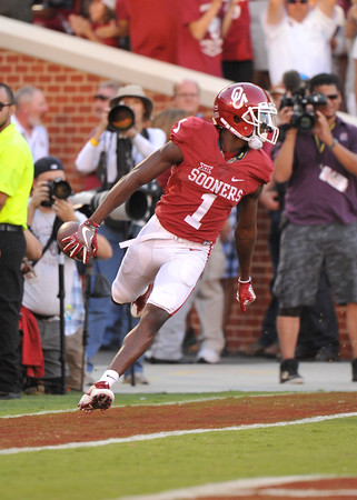 September 10 2016 OU vs ULM Football<br /> <br /> Oklahoma Sooners wide receiver Jarvis Baxter (1) scores a touchdown in the first half of the game between the Sooners and University of Louisiana Monroe at Owen Field in Norman OK<br /> <br /> <br /> June Frantz Hunt/Transcript