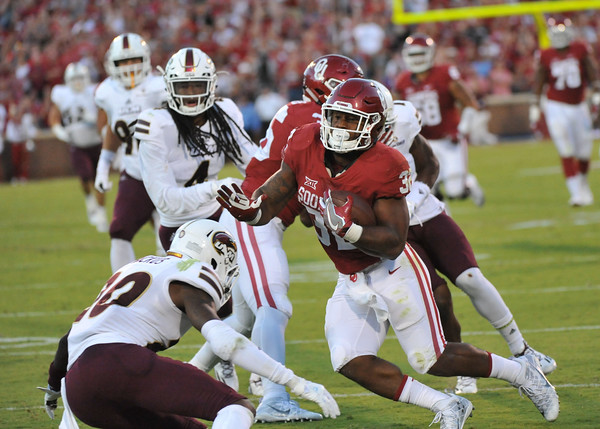 September 10 2016 OU vs ULM Football<br /> <br /> Oklahoma Sooners running back Samaje Perine (32) heads for the endzone in the first half of the game between the Sooners and University of Louisiana Monroe at Owen Field in Norman OK<br /> <br /> <br /> June Frantz Hunt/Transcript