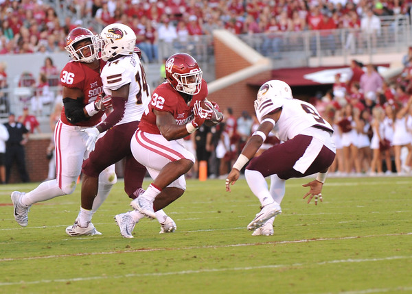 September 10 2016 OU vs ULM Football<br /> <br /> Oklahoma Sooners running back Samaje Perine (32) carris the ball in the first half of the game between the Sooners and University of Louisiana Monroe at Owen Field in Norman OK<br /> <br /> <br /> June Frantz Hunt/Transcript