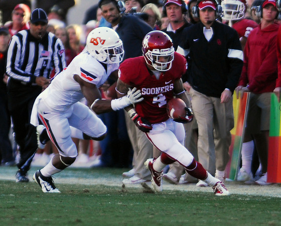 OU receiver Kenny Stills (4) is forced out of bounds after catching a pass Saturday during the Sooners' game against OSU at Owen Field.<br /> Kyle Phillips/The Transcript