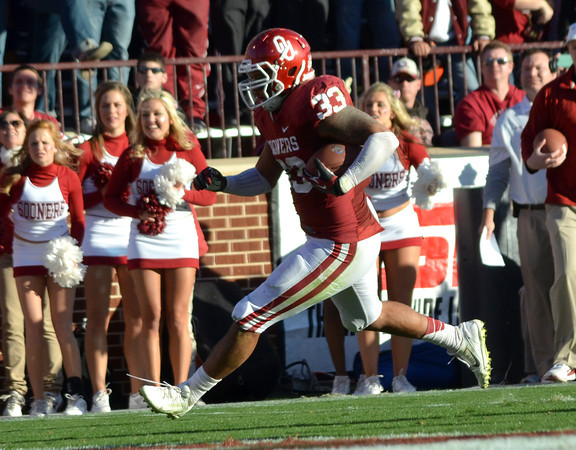 OU's Trey Millard (33) runs with the ball Saturday during the Sooners' game against the Cowboys at Owen Field.<br /> Kyle Phillips/The Transcript