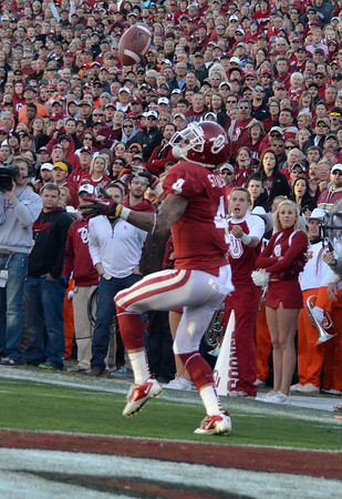 OU receiver Kenny Stills(4) fumbles with a pass Saturday during the Sooners' game against OSU Saturday at Owen Field.<br /> Kyle Phillips/The Transcript