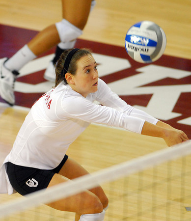 OU's Eden Williams sets the ball Wednesday during the Sooners' match against Kansas State at the McCasland Field House. To see more photos from the game visit photos.normantranscript.com<br /> Kyle Phillips/The Transcript