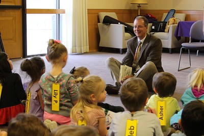 President Wight reads to Children