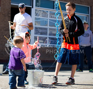 Fair attendees blow bubbles during the Mini Maker Faire held in Aggieville on Sept. 10, 2016. (Alanud Alanazi | The Collegian)