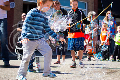 Fair attendees burst and blow bubbles during the Mini Maker Faire held in Aggieville on Sept. 10, 2016. (Alanud Alanazi | The Collegian)