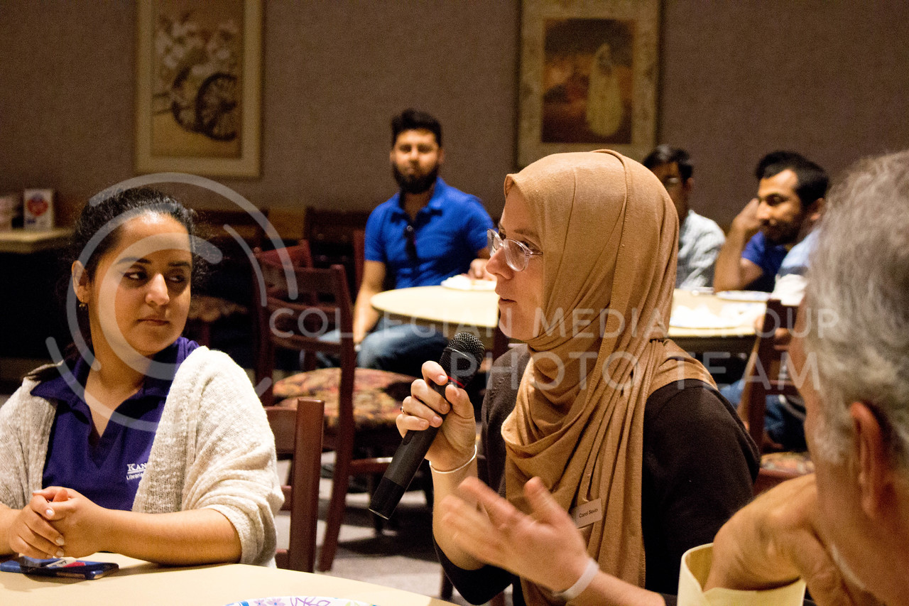 "Event attendee discusses how her day with the hijab during the ""A Day in A Hijab"" debriefing in the student union on April. 19. (Alanud Alanazi 