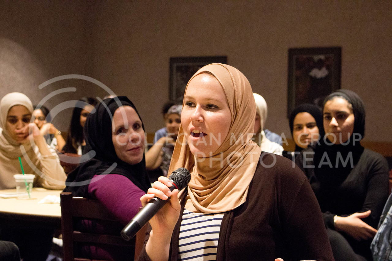 "Event attendee discussed about her day with the hijab during the ""A Day in A Hijab"" debriefing in the student union on April. 19. (Alanud Alanazi 