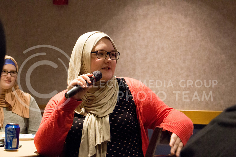 "Event attendee shares an anecdote about her day wearing the hijab during the ""A Day in A Hijab"" debriefing in the student union on April. 19. (Alanud Alanazi 