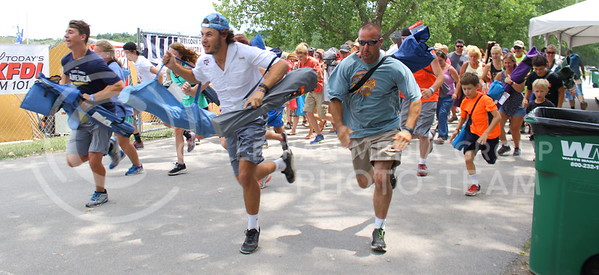 As the gates open on day three of Country Stampede, concert goers rush in to get the best seat possible on June 25, 2016. (Miranda Snyder | The Collegian)