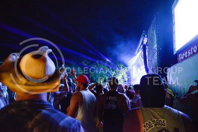 Concertgoers fill the Main Stage area of Country Stampede at Tuttle Creek State Park as Jake Owen concludes the final day on June 25, 2016. (Photo by Evert Nelson | The Collegian)