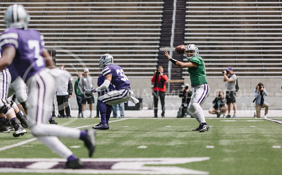 Sophomore quarterback Alex Delton looks to sophomore wide receiver Isaiah Zuber during the spring game in Bill Snyder Family Stadium on April 22, 2017. (Emily Starkey | The Collegian)