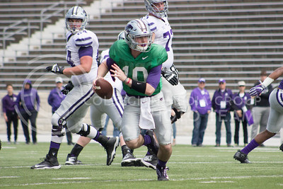 Freshman quarterback Skylar Thompson runs down the field at the Spring Game at Bill Snyder Family stadium on April 22, 2017. ( Kelly Pham | The Collegian)