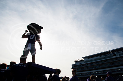 Willie the Wildcat pumps up the crowd in Bill Snyder Family Stadium during the Sunflower Showdown on Nov. 26, 2016. (Evert Nelson | The Collegian)