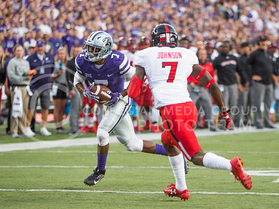 Freshman wide receiver Isiah Zuber runs the ball during the football game between K-State and Texas Tech on Oct. 8, 2016, in Bill Snyder Family Stadium. (Emily Starkey | The Collegian)