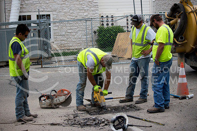 A construction workers drills around the water hole to repair at the burnt building counstruction site at Founder's Hills appartemnt complex at April. 24, 2017. (Alanud Alanazi | The Collegian)