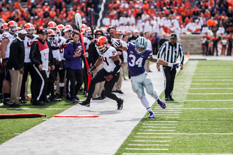 Junior running back Alex Barnes runs the ball, barely keeping himself in bounds duing K-State's football game against Oklahoma State in Bill Snyder Family Stadium on Oct. 13, 2018. The Wildcats defeated the Cowboys 31-12. (Logan Wassall | Collegian Media Group)