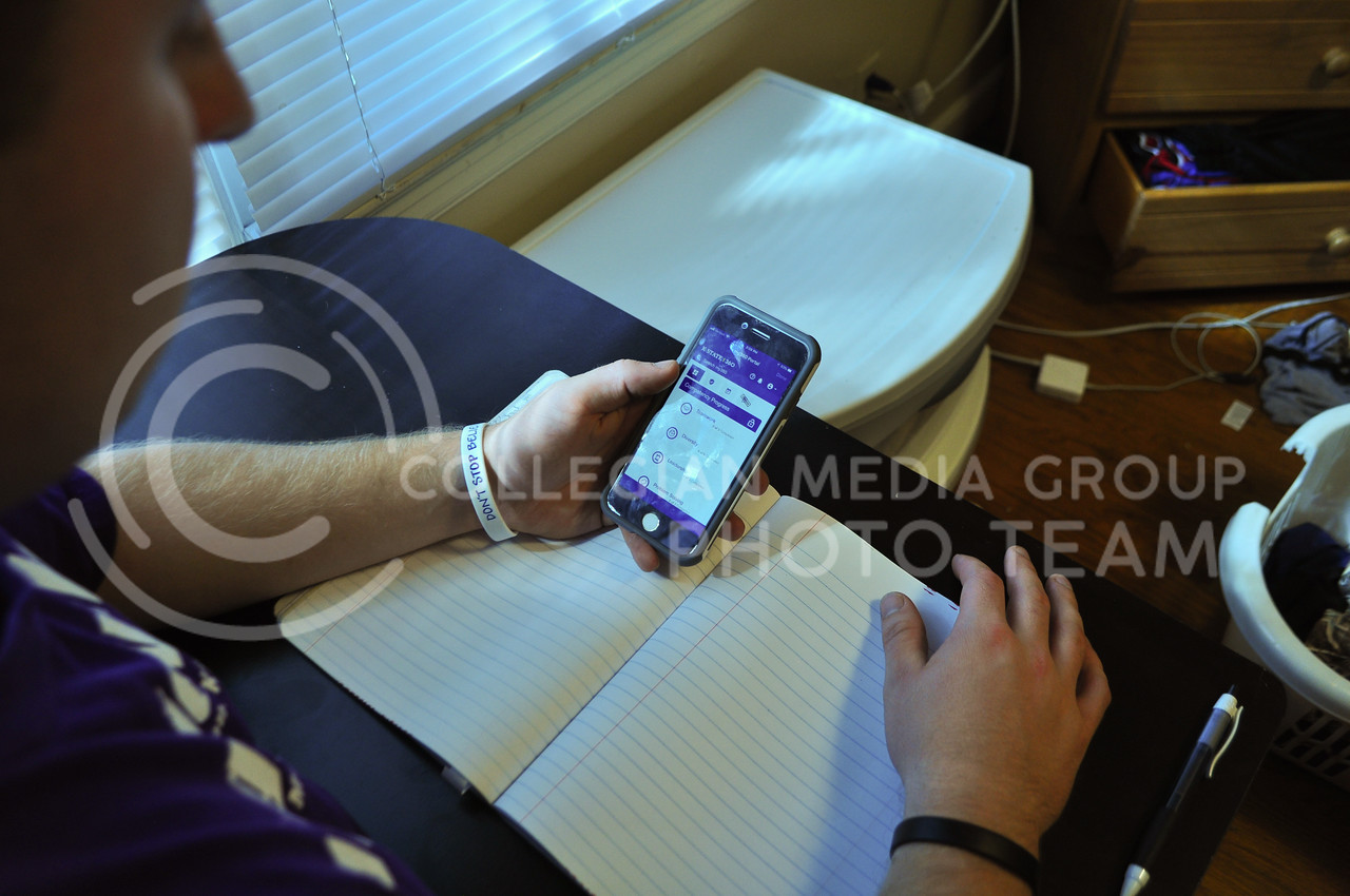 Eric Reid, Sophomore in Human Resources, using the K-State 360 app.