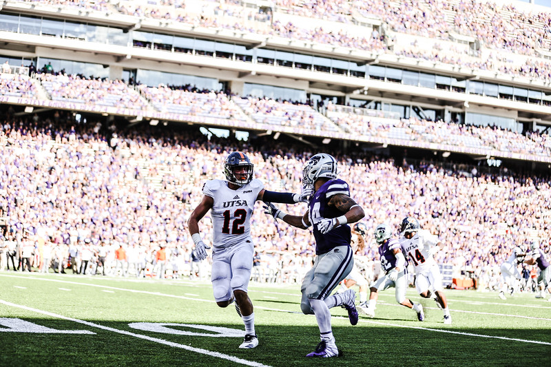 Kevion McGee tries to get away from UTSA defense during the game Bill Snyder Family Stadium on Saturday. They ended the game with a score of 41-17, which was their second win of the 2018 season (Emily Lenk   Collegian Media Group)
