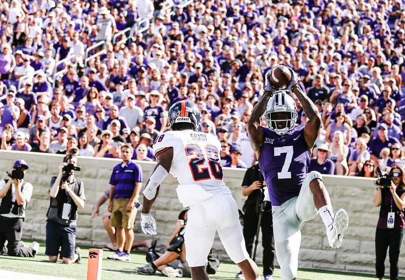 Zuber catches the ball during the game against UTSA. The Wildcats ended the game with a score of 41-17, which was their second win of the 2018 season (Emily Lenk   Collegian Media Group)