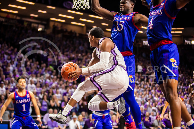 Junior guard David Sloan passes the ball during K-State's men's basketball sunflower showdown against Kansas in Bramlage Coliseum on Feb. 29, 2020. The Jayhawks narrowly beat the Wildcats 62-58. (Logan Wassall | Collegian Media Group)