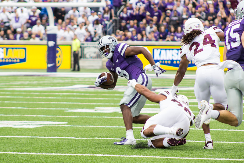 Duke Shelley, Kansas State senior defensive back gets tackled by Mississippi State players at Bill Snyder Family Stadium on Sept. 8, 2018. The Wildcats lost to the MSU Bulldogs 31-10. (Andrea Klepper | Collegian Media Group)