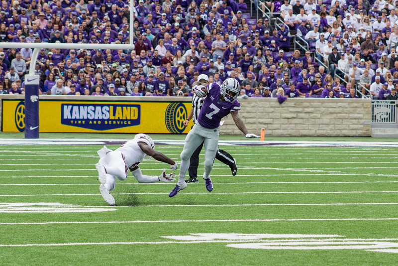 Isaiah Zuber, Kansas State junior wide reciever tries to avoid a tackle from Mississippi State at Bill Snyder Family Stadium on Sept. 8, 2018. The Wildcats lost to the MSU Bulldogs 31-10. (Andrea Klepper | Collegian Media Group)