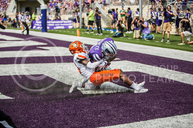 Freshman wide receiver Malik Knowles catches a touchdown pass during K-State's football game against Bowling Green in Bill Snyder Family Stadium on Sept. 7, 2019. The Wildcats shut down the Falcons with a final score of 52-0. (Logan Wassall | Logan Wassall Collegian Media Group)