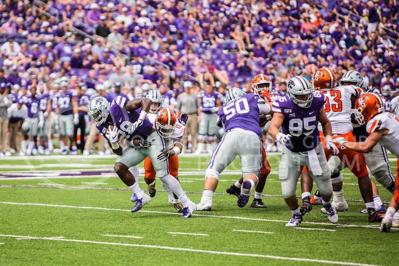 Freshman running back Jacardia Wright runs the ball during K-State's football game against Bowling Green in Bill Snyder Family Stadium on Sept. 7, 2019. The Wildcats shut down the Falcons with a final score of 52-0. (Logan Wassall | Logan Wassall Collegian Media Group)