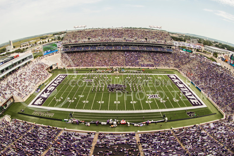 K-State plays football against Bowling Green in Bill Snyder Family Stadium on Sept. 7, 2019. The Wildcats shut down the Falcons with a final score of 52-0. (Logan Wassall | Logan Wassall Collegian Media Group)