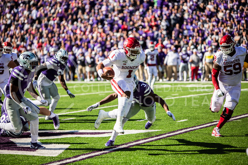 Senior quarterback Jalen Hurts runs the ball during K-State's homecoming football game against OU in Bill Snyder Family Stadium on Oct. 26, 2019. The Wildcats upset the No. 5 rated Sooners with a final score of 48-41. (Logan Wassall | Collegian Media Group)