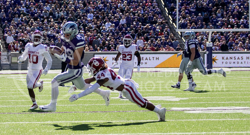 Senior wide receiver Dalton Schoen catches the pass from quarterback Skylar Thompson for the first down during the game against Oklahoma at Bill Snyder Family Stadium on Oct. 26, 2019. (Sabrina Cline | Collegian Media Group)